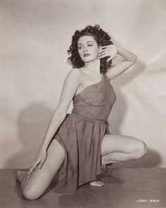 Gorgeous pinup of Yvonne De Carlo from 1947.