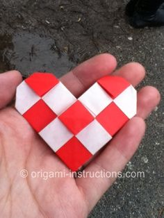 Lots of different ways to make an origami heart for Valentine's day! (Just for my friends, of course.)