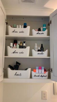 Small Space Organization, Home Organisation, Diy Organization, Toiletry Organization, Apartment Kitchen Organization, Hair Product Organization, Organising Ideas, Bathroom Storage, Bathroom Medicine Cabinet