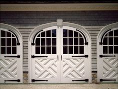 Chippendale fretwork is one of my favorite things ever. But on a garage door? Fabulous.  via thehousethata-mbuilt.blogspot.com