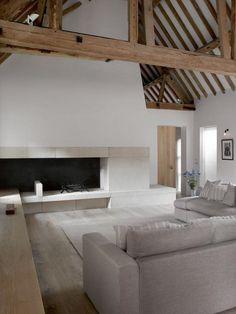 Oude boerderij met authentieke elementen en minimalistisch rustiek interieur - Roomed