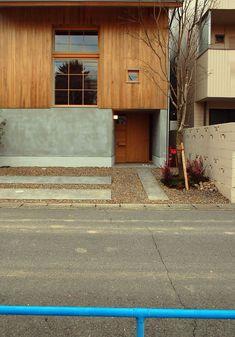 加納の家 | ELEPAHTdesign Residential Architecture, Contemporary Architecture, Interior Architecture, Roof Design, Facade Design, Container House Design, Building Facade, Random House, Japanese House