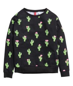 Check this out! Long-sleeved sweatshirt with a printed design. - Visit hm.com to see more.