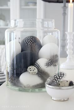 Easter eggs in shades of grey, black and white - Schwarz und weiß by herz-allerliebst, via Flickr