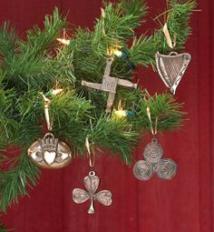 (Merry Christmas in Gaelic) Have an Irish holiday trimming the tree with these timeless symbols: Claddagh, Shamrock, Bridget's Cross, Newgrange triple spiral, and harp. All Things Christmas, Christmas Holidays, Christmas Wreaths, Christmas Crafts, Christmas Decorations, Christmas Ornaments, Christmas Ideas, Merry Christmas, Green Christmas