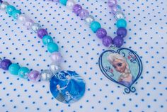 How to make DIY Frozen necklaces for Frozen birthday parties and Frozen dress up and Halloween costumes @merrimentdesign