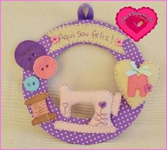 Guirlanda de Feltro com fundo poa lilás Felt Crafts Diy, Sewing Crafts, Sewing Projects, Projects To Try, Baby Mobile, Project Planner, Felt Garland, Felt Dolls, Holidays And Events