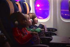 Empresa aérea leva crianças para assistir 'Avioes', da Pixar, dentro de 1 aviao http://www.bluebus.com.br/empresa-aerea-leva-criancas-assistir-avioes-pixar-1-aviao/