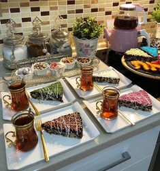 Breakfast Buffet Table, Morrocan Food, Food Displays, Brunch Party, Food Decoration, Food Platters, Turkish Recipes, Deco Table, Perfect Food
