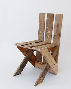 Sieben Design-Objekte zum Selberbauen - Seite 5 - Design& Wohnen DIY Chair pallet Wood. The Pallet Wood Chair is quite easy to copy just from the Picture the rest isn't quite so easy & unless your German's up to scratch even more difficult. For me the rest is typicaly German but still worth a look all the same ;)