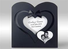 Invitación de boda en color negro con un toque de elegancia. Corazón en brillo. Interior con dos tarjetas para que personalicéis vuestro texto. Detalle de foto en forma de corazón.