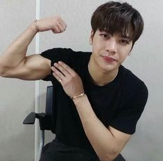 """god jackson wang knows how to wreck me in the best ways possible i love daddy Got7 Jackson, Jackson Wang, Mark Jackson, Youngjae, Kim Yugyeom, Girls Girls Girls, Jaebum, Banks, Rapper"