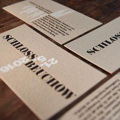 Da die Farbe Weiß im Letterpress nicht deckend gedruckt werden kann, haben wir uns die Allzweckwaffe Siebdruck ins Haus geholt. Zusammen mit schwarzem Prägedruck ergibt sich ein besonderer Kontrast. #Letterjazz #mitschmackesgedruckt #letterpress #madeingermany #printstudio