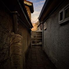 sarafa / #20140108 #iphone5s #chimney #alley #stairs #haebangchon #seoul #서울…