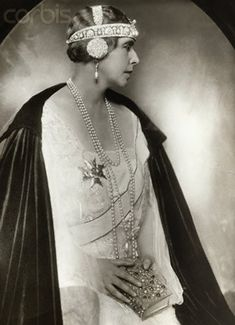 Queen Marie of Romania. This tiara looks like something out of a Mucha print. I love it but I'm wondering if it's a bit more Art Nouveau than Art Deco. Royal Crowns, Royal Tiaras, Tiaras And Crowns, Headdress, Headpiece, Romanian Royal Family, Mode Chic, Royal Jewelry, Royal House