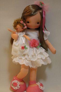 Waldorf Doll- Use those extra bodies Margie. Bjd Doll, Doll Toys, Baby Dolls, Pretty Dolls, Cute Dolls, Beautiful Dolls, Doll Clothes Patterns, Doll Patterns, Fabric Dolls