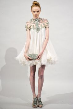 Marchesa Spring 2011 RTW - Runway Photos - Fashion Week - Runway, Fashion Shows and Collections - Vogue
