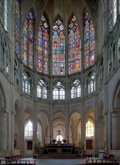 vue du choeur de saint Pierre de Chartres Sacred Architecture, Church Architecture, Beautiful Architecture, French Cathedrals, Church Windows, Church Design, Old Churches, Chapelle, Paris Photos