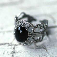 Victorian style sterling plate silver ox filigree ring measuring wide at the widest point and fully adjustable.In the center is a oval black onyx cabochon. Piercings, Pretty Rings, Beautiful Rings, Cute Jewelry, Jewelry Rings, Jewlery, Armadura Medieval, Cameo Ring, Black Rings