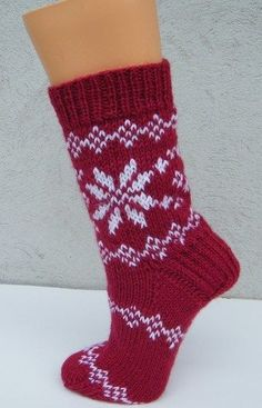 Knitting pattern socks in Norwegian pattern – Socken Stricken Knitted Mittens Pattern, Knitting Socks, Free Knitting, Baby Knitting, Knitting Patterns, Norwegian Knitting, Knitted Booties, Baby Booties, Socks