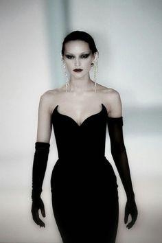 Couture Fashion, Runway Fashion, Fashion Models, Fashion Show, Fashion Outfits, Womens Fashion, Fashion Design, Dark Fashion, Gothic Fashion