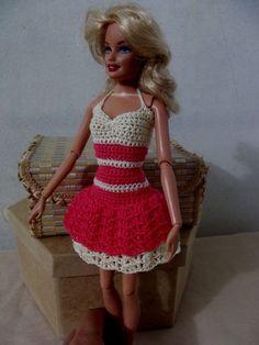 Vestido de crochê para boneca barbie.    Não acompanha a boneca. R$ 25,00