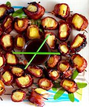 Bacon Wrapped Pineapple Appetizer, Hawaiian BBQ Sauce - Taste With The Eyes Snacks Für Party, Appetizers For Party, Appetizer Recipes, Easy Summer Appetizers, Grill Appetizers, Hawaiin Food, Best Appetizers Ever, Toothpick Appetizers, Gastronomia