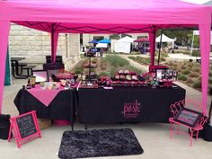Idea can be converted for paparazzi display. Craft Stall Display, Craft Show Booths, Craft Booth Displays, Craft Show Ideas, Pegboard Display, Display Ideas, Paparazzi Display, Paparazzi Jewelry Displays, Paparazzi Accessories
