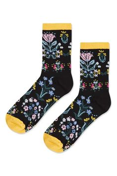 Add a girlie touch to your sporty socks in this black ankle pair with all over floral detail and contrast yellow panels. #Topshop