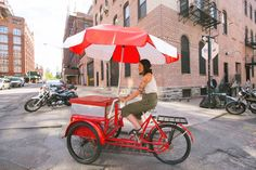 Ding ding! Get ready to be the most popular face on the block with this vintage ice cream bike!
