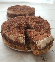 Raw Tiramisu czyli nie pieczesz a jesz Jestem z niesamowitym ciastem. Vegan Cheesecake, I Want To Eat, Vegan Sweets, How Sweet Eats, Delicious Desserts, Brunch, Food And Drink, Tasty, Baking
