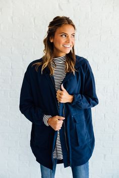 DETAILS: - Cargo hooded jacket - Boxy fit (fits slightly large) - Perfect fall layering jacket - Model is wearing a small