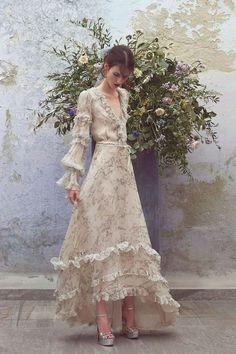 See the complete Luisa Beccaria Resort 2018 collection. The complete Luisa Beccaria Resort 2018 fashion show now on Vogue Runway. Luisa Beccaria, Pretty Dresses, Beautiful Dresses, Lady Like, Mode Editorials, Fashion Show Collection, Spring Collection, Runway Fashion, Party Fashion