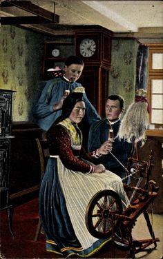 Postcard Hessische Trachten, Frau am Spinnrad, junge Männer mit Pfeife, Standuhr. Postally used 1926.