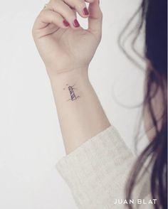 Lighthouse Tattoo by Juan Blat minimaliste 50 Adorable Micro Tattoos by Juan Blat Tattoos Bein, Paar Tattoos, Foot Tattoos, Small Tattoos, Key Tattoos, Random Tattoos, Delicate Tattoo, Subtle Tattoos, Tattoo Simple
