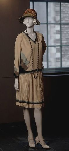 ~1927 Lucien Lelong Dress~    via http://www.mccord-museum.qc.ca/.