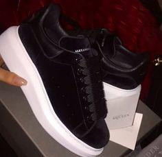 35 New Ideas Design Shoes Alexander Mcqueen Sneaker Heels, Suede Sneakers, Sneakers Fashion, Fashion Shoes, Fashion Fashion, Runway Fashion, Fashion Women, Winter Fashion, Fashion Trends