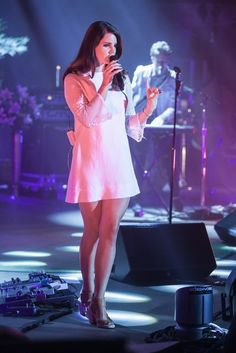 Lana-Del-Rey-Feet-1333551.jpg (683×1024)