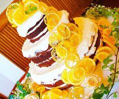 Happy Orange cake #斜めでごめんなさい #笑 #cute #happy #ウェディングケーキ #オレンジ #wedding #weddingcake #dryfruits #weddingphoto #sweets #結婚式 #プレ花嫁 #photography #バルキーニョ #barquinho #instagood #weddinginspiration #ネイキッドケーキ #cake #orange