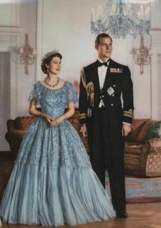 Queen Elizabeth II (Elizabeth Alexandra Mary) UK & husband Prince Phillip Duke of Edinburgh (Philip Mountbatten, born Prince Philip Greece [unknown artist] Royal Fashion, Fashion Photo, High Fashion, Young Queen Elizabeth, Elizabeth Philip, Princess Elizabeth, Queen Elizabeth Wedding, Princess Margaret, Prinz Philip