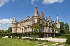 This handsome 18th-century château was built around a 14th-century fortified castle whose remaining central tower was named for François I, who died there in 1547. Elegant interiors date to the Renaissance. On the château grounds, you'll find the charming Laiterie de la Reine (Queen's Dairy), Louis XVI's surprise gift to Marie Antoinette, who hated the château, and the Chaumière des Coquillages, a classic folie whose interior was fashioned entirely of seashells. plenty of shops and cafés.