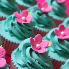 teal & pink flower cupcakes. only make the flower yellow! (Jessica's baby shower idea)