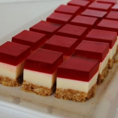 Take Another Bite: Jelly Slice - Kuchen Torte Deko Jello Desserts, Jello Recipes, Mini Desserts, Delicious Desserts, Dessert Recipes, Yummy Food, Jelly Slice, Mini Cheesecakes, Comfort Food