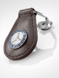 Μπρελόκ Classic  Κωδικός ανταλλακτικού: B66041522 Χρώμα: καφέ / μπλε / ασημί Πληροφορίες υλικού:  δέρμα / ατσάλι     Classic star key ring. Brown/blue/silver-coloured. Leather/stainless steel combination.  Flat split ring with three mini split rings for quick removal/replacement of individual keys.  Length approx. 8.5 cm. Benz Amg, Key Rings, Saddle Bags, Mercedes Benz, Baby Shoes, Collection, Key Fobs, Baby Boy Shoes, Crib Shoes