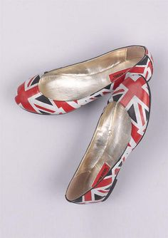 Might have to get myself some of these: London Rebel Duchess Skimmer (Union Jack flats) from dELiA*s... so cute!!