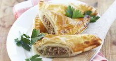 The Mince Meat Pies recipe out of our category Vegetable! EatSmarter has over healthy & delicious recipes online. Mince Meat, Mince Pies, Mincemeat Pie, Vegetable Dumplings, Pierogi Recipe, Puff Pastry Dough, Party Desserts, Finger Foods, Food And Drink