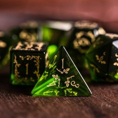 cumber-porn: tabletop-rpgs: dnd-apothecary: sosuperawesome: P. Cool Dnd Dice, Dungeons And Dragons Dice, Dragon Dies, Glass Gemstone, Hand Engraving, Glass Engraving, Peridot, Decir No, Board Games