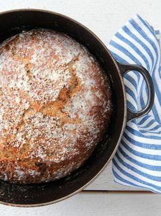 Et smakfullt firkornsbrød med rug Norwegian Food, No Knead Bread, Scones, Cornbread, Berries, Sandwiches, Food And Drink, Sweets, Lunch