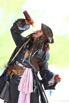 Yo Ho Yo Ho and a bottle of Rum! Jack Sparrow Funny, Captian Jack Sparrow, Jack Sparrow Quotes, Sparrow Art, Jack Sparrow Cosplay, Jack Sparrow Costume, Johnny Depp Characters, Johnny Depp Movies, Pirate Art
