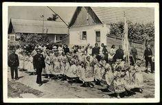 Kalocsai népviselet | Képeslapok | Hungaricana Folk Costume, Costumes, Folk Dance, Hungary, 1, Concert, Outdoor, Traditional, Outdoors